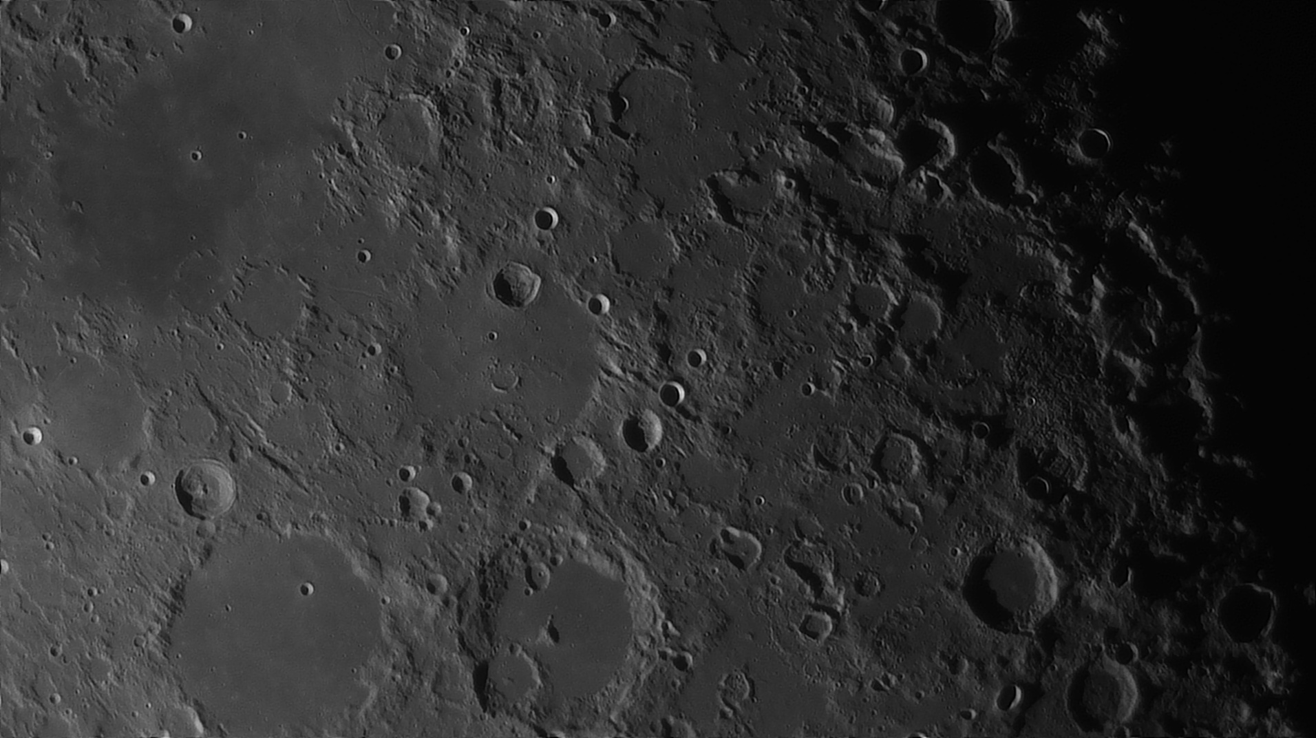 5e51959d3d8cf_Moon_054751_160120_ZWOASI290MM_Rouge_23A_AS_P35_lapl6_ap925_AI_Deconvolution_13--.jpg.d46db10d18d850a9ee91fe729f82a171.jpg