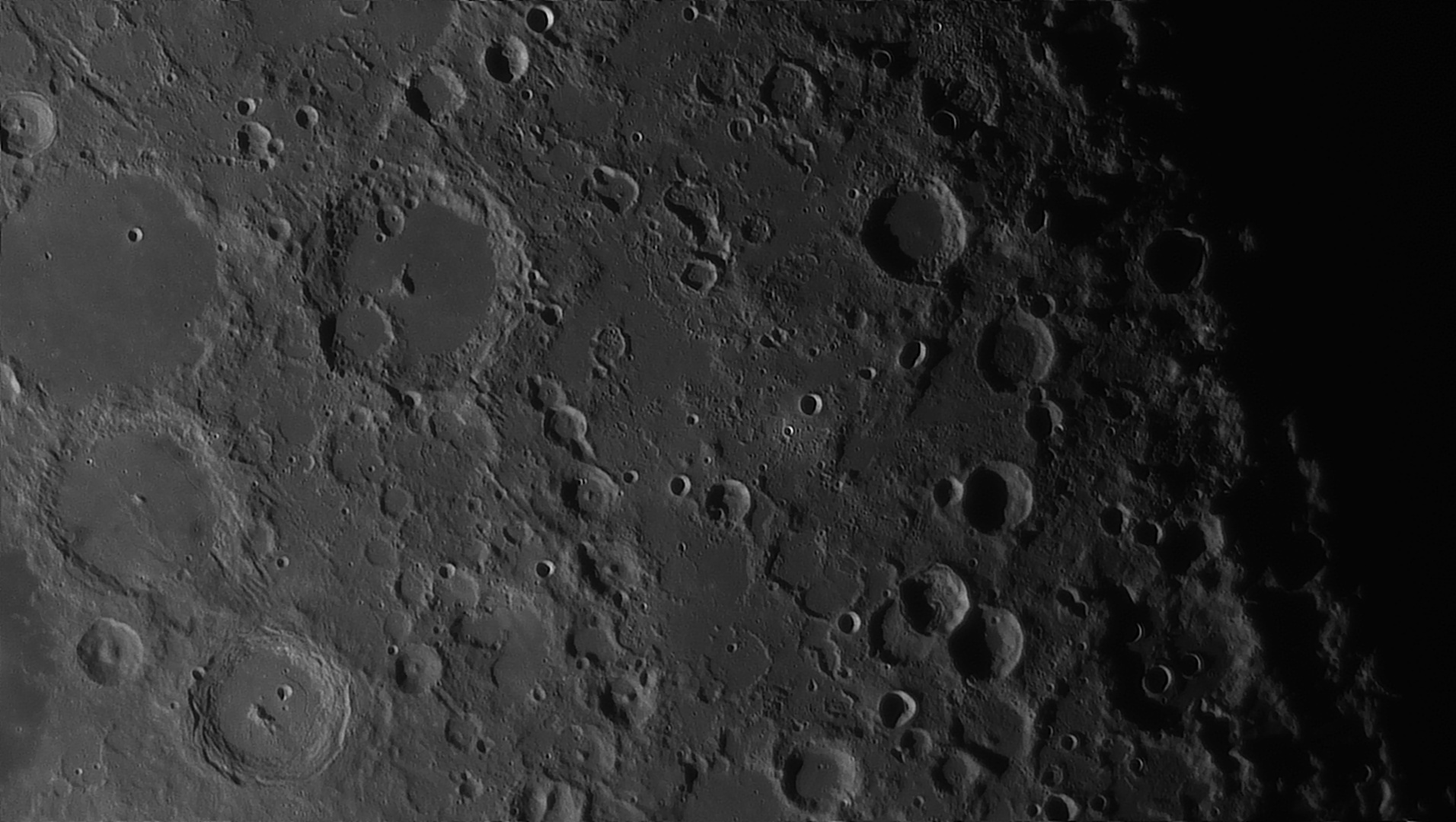 5e5195b45d801_Moon_054728_160120_ZWOASI290MM_Rouge_23A_AS_P35_lapl6_ap889_AI_Deconvolution_14--.jpg.e12621444555a4f28042f6f05a16d81b.jpg