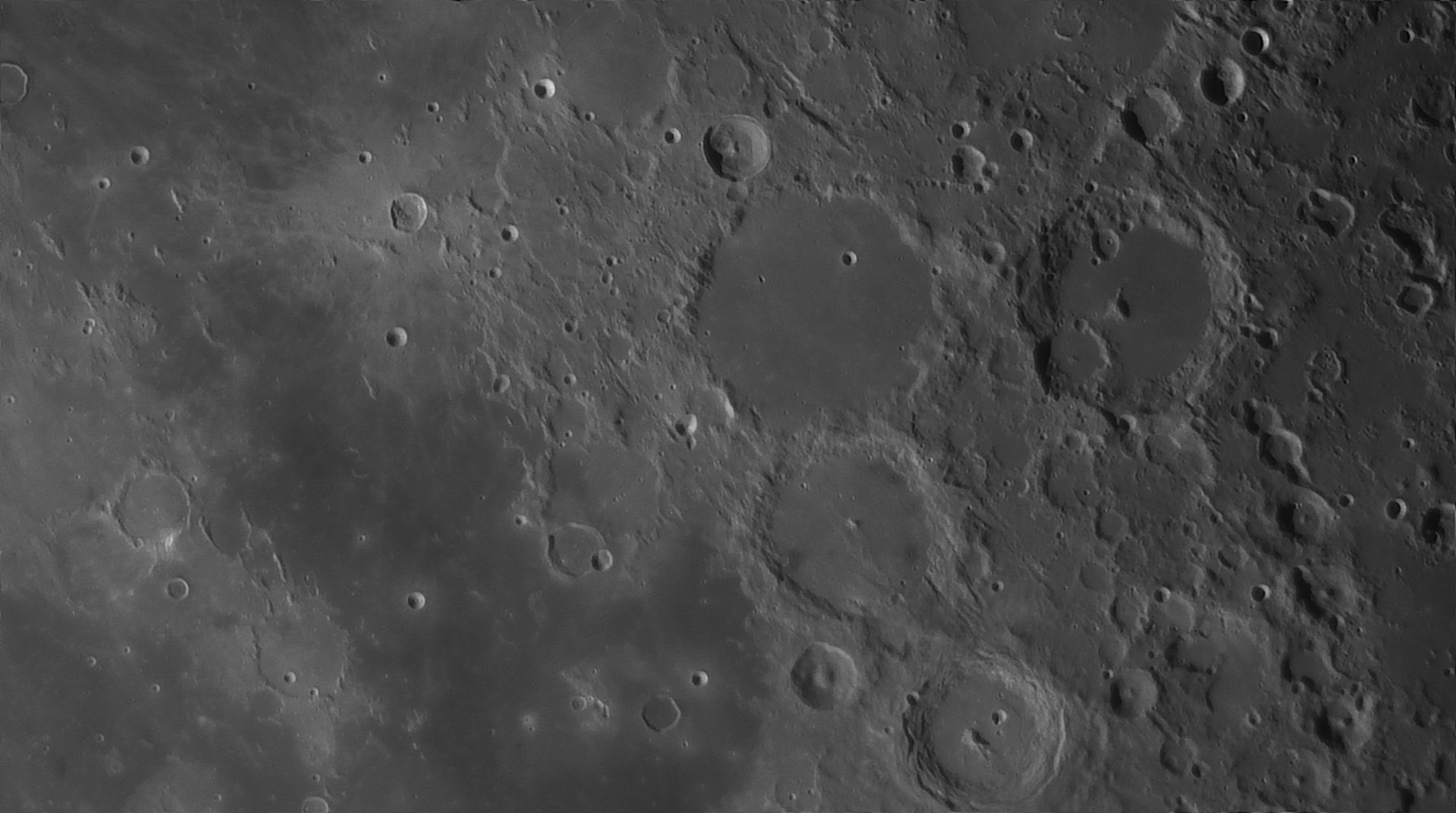 5e5195ce727da_Moon_054704_160120_ZWOASI290MM_Rouge_23A_AS_P35_lapl6_ap1067_AI_Deconvolution_15--.jpg.9cab1a4a6eb5fd9d3d28eb06510f8328.jpg
