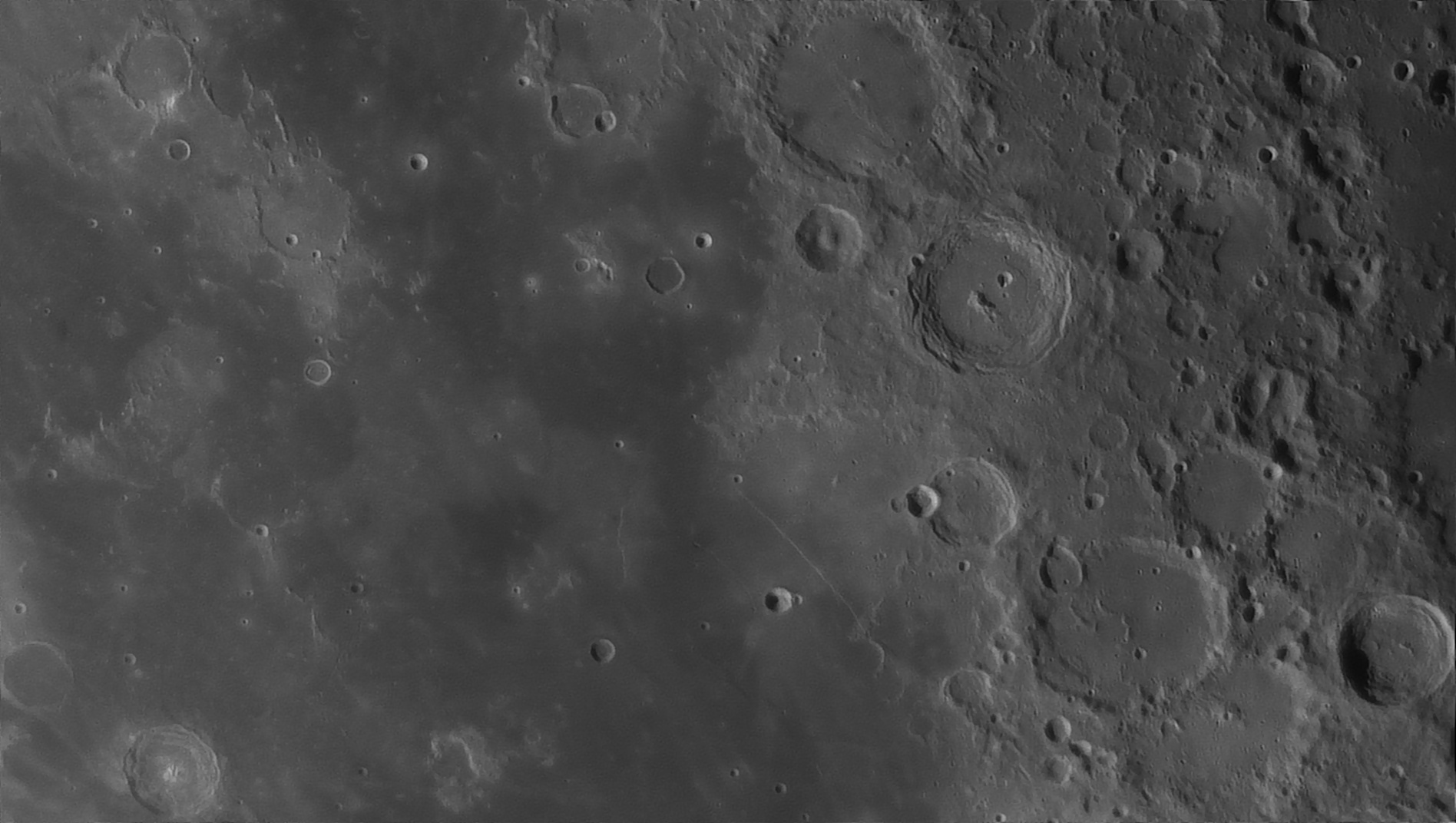 5e5195ee1d4df_Moon_054639_160120_ZWOASI290MM_Rouge_23A_AS_P35_lapl6_ap1067_AI_Deconvolution_16--.jpg.af799e1d79e69d4550343ded2b8dac2a.jpg