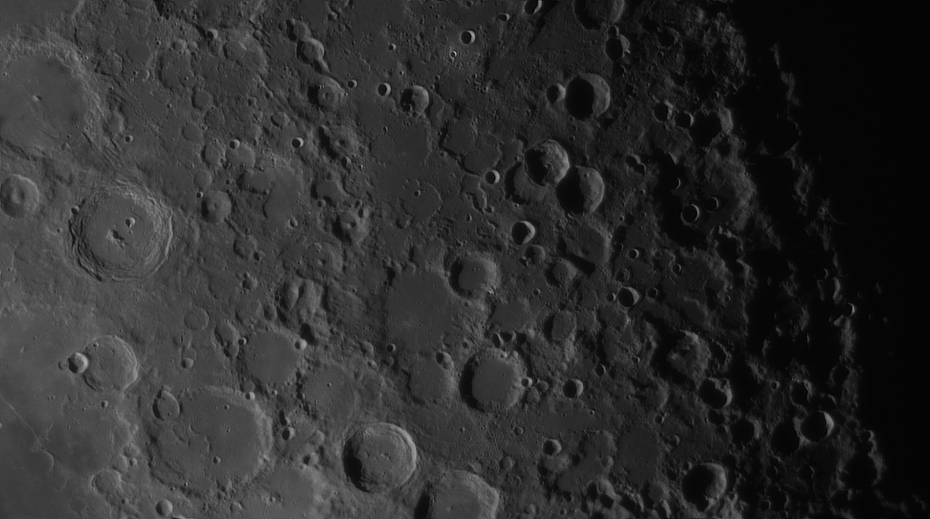 5e51960670841_Moon_054609_160120_ZWOASI290MM_Rouge_23A_AS_P35_lapl6_ap894_AI_Deconvolution_17--.jpg.86552df49955b0bf33d21aacd9d566d5.jpg