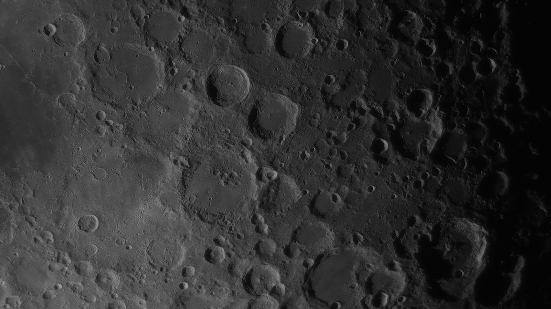 5e51961f6129a_Moon_054541_160120_ZWOASI290MM_Rouge_23A_AS_P35_lapl6_ap910_AI_Deconvolution_18--.jpg.36c9b17799532af50b26850ba212cc6e.jpg