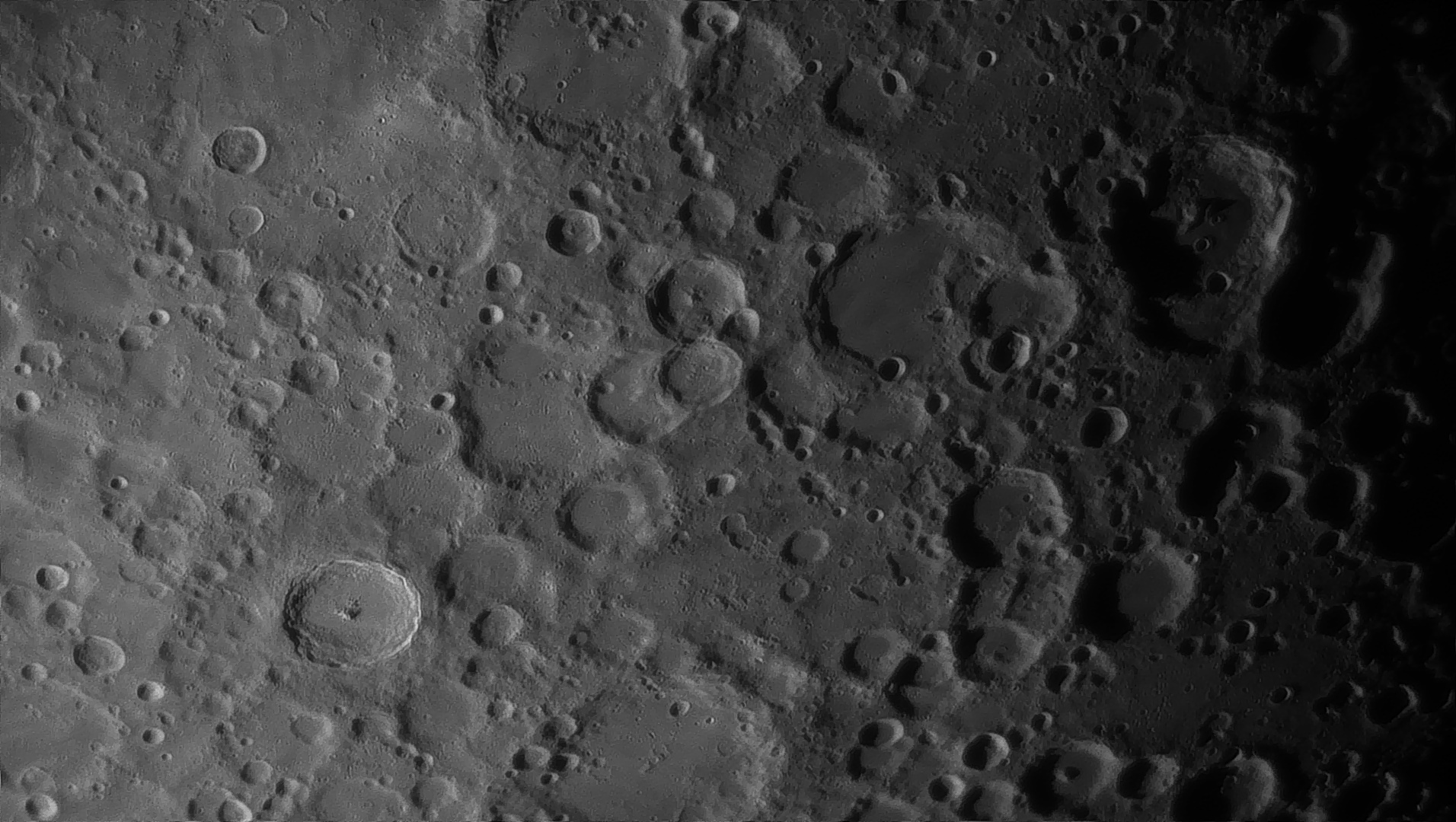 5e51963b1833f_Moon_054519_160120_ZWOASI290MM_Rouge_23A_AS_P35_lapl6_ap971_AI_Deconvolution_19--.jpg.768a9d065208691b161053fb47eb02e0.jpg