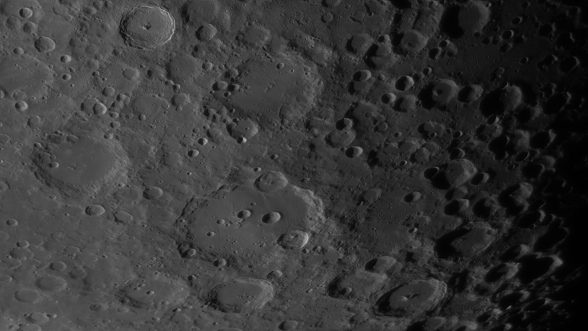 5e51966003197_Moon_054445_160120_ZWOASI290MM_Rouge_23A_AS_P35_lapl6_ap983_AI_Deconvolution_20--.jpg.25f06a0679fc5bb37f23257983fc34bd.jpg