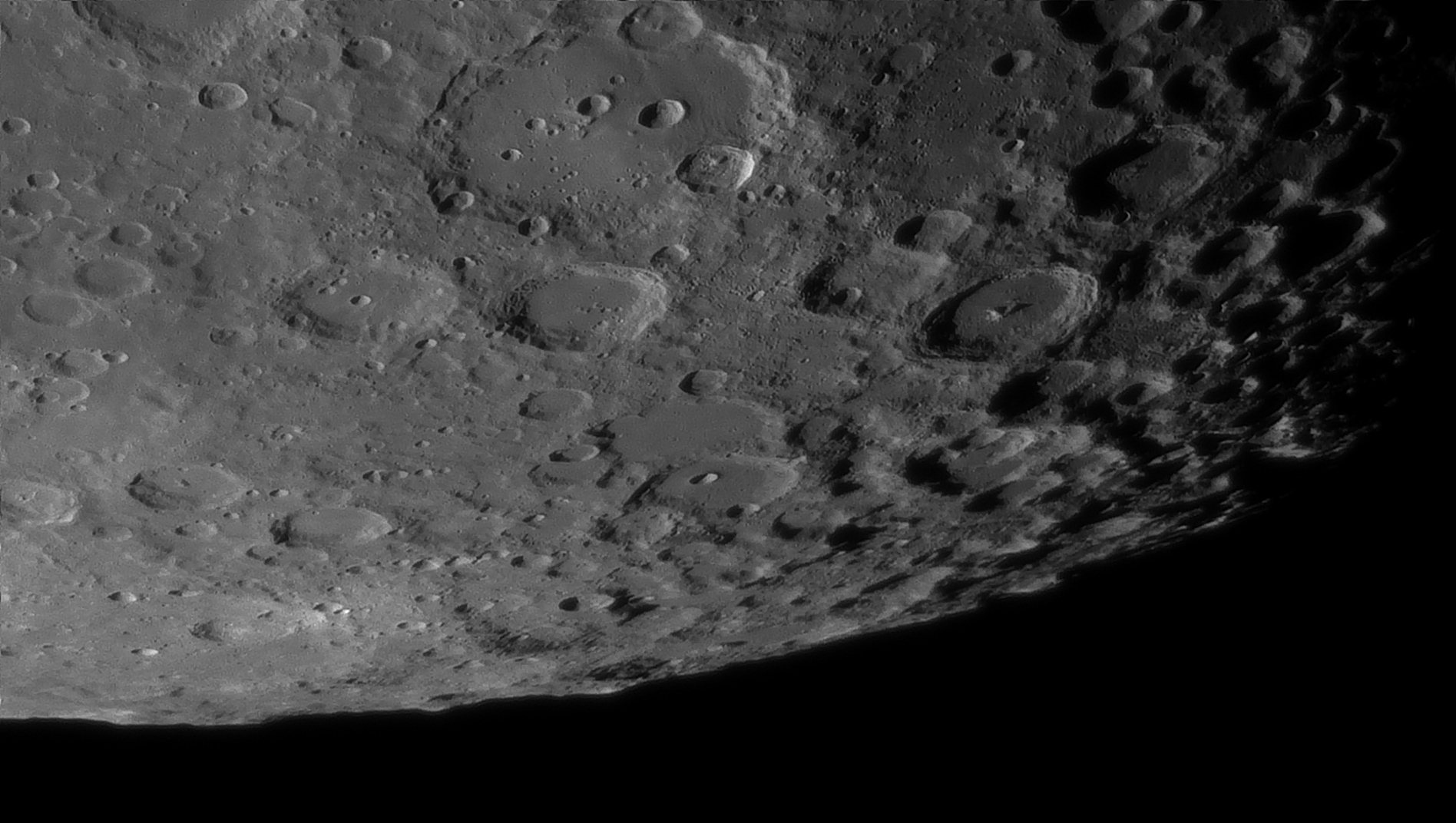 5e51968564d56_Moon_054419_160120_ZWOASI290MM_Rouge_23A_AS_P35_lapl6_ap792_AI_Deconvolution_21--.jpg.484fed263e949671fcd8d31165f22c3b.jpg