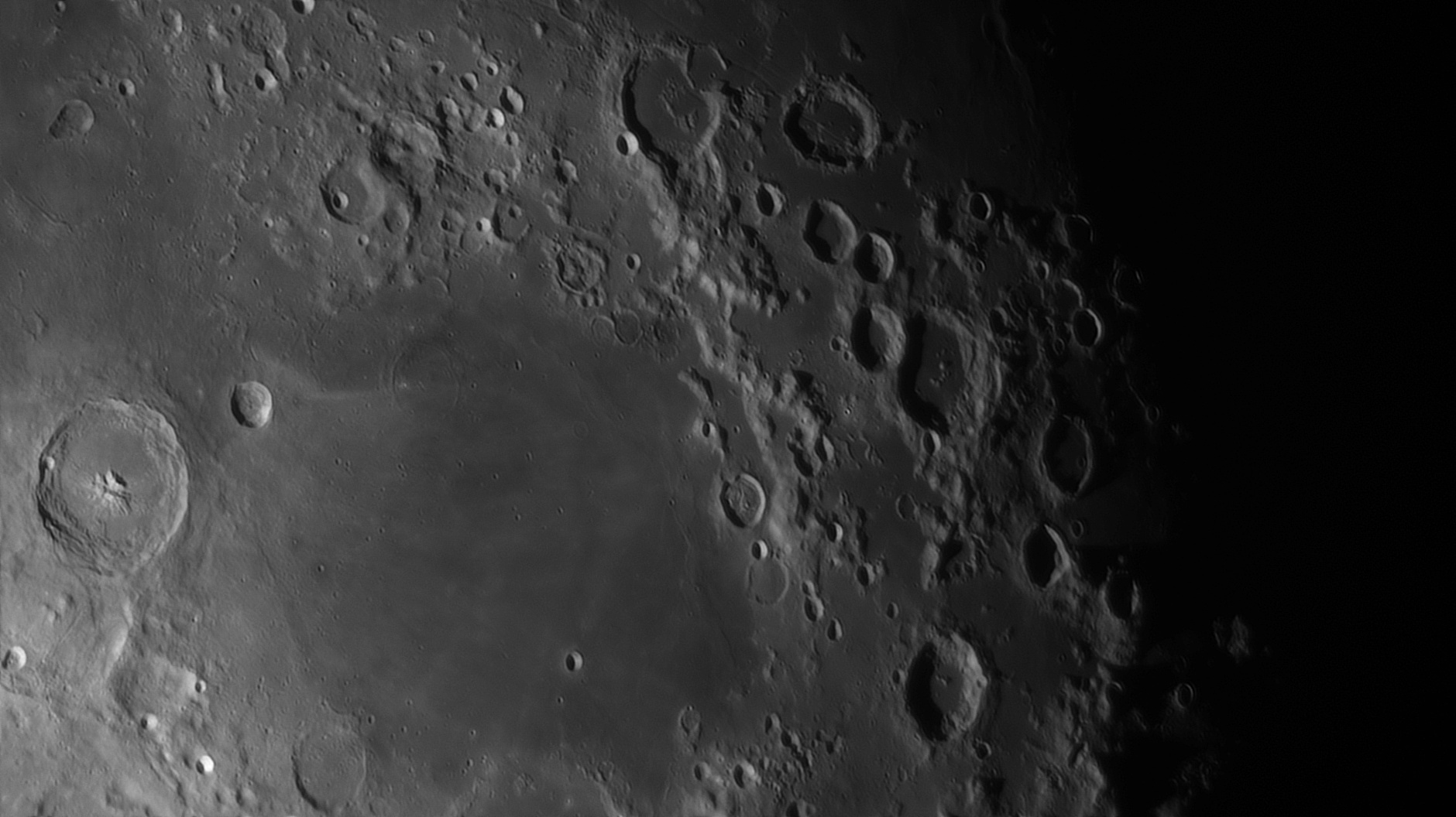 5e56c92e4331f_Moon_055629_120220_ZWOASI290MM_IR_742nm_AS_P30_lapl4_ap1143_AI_Deconvolution_12.jpg.7827737c5faea2e57c303b07f392f8c1.jpg