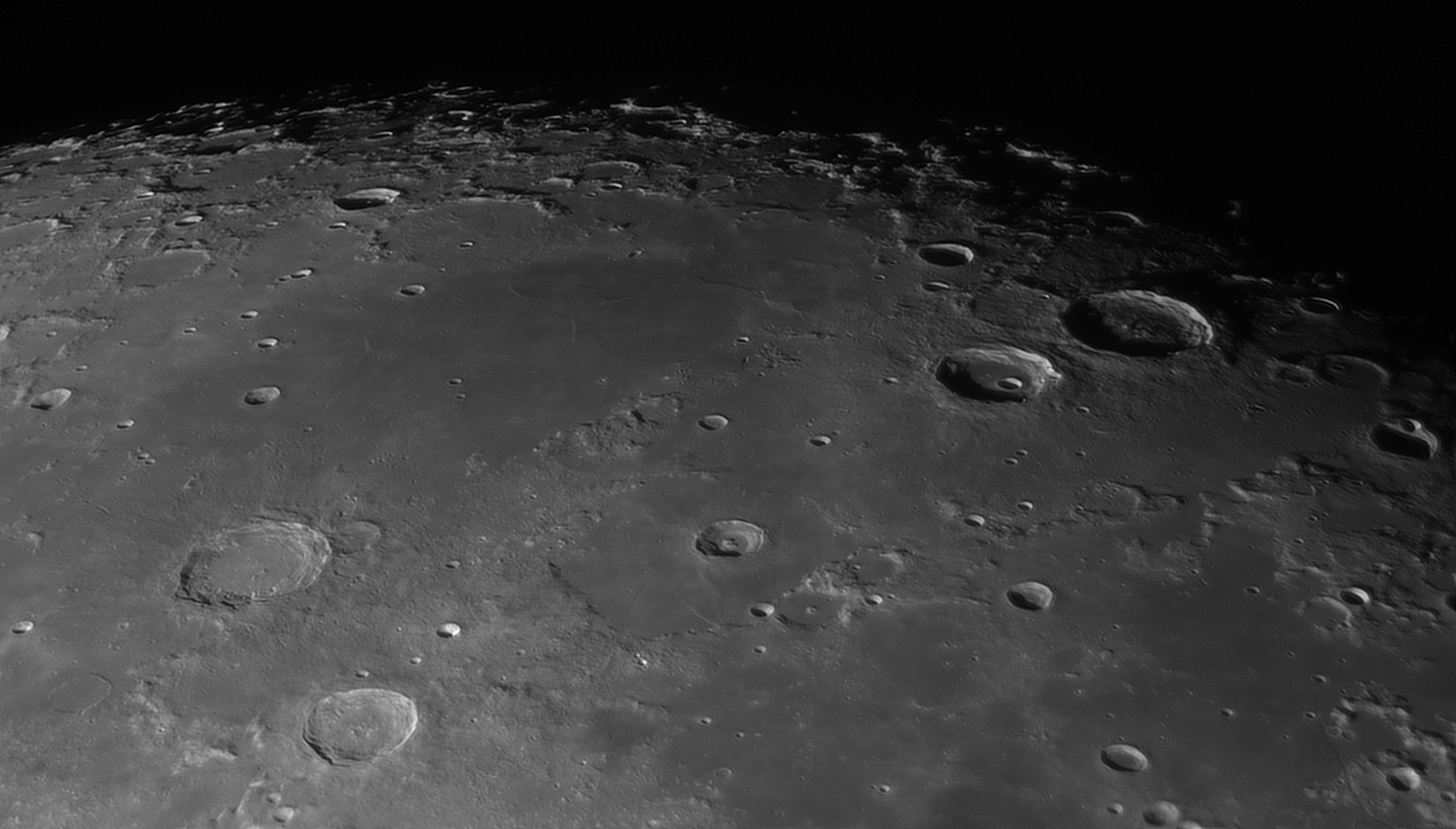 5e56c9911f4c4_Moon_055900_120220_ZWOASI290MM_IR_742nm_AS_P30_lapl4_ap1045_AI_Deconvolution_6.jpg.5dcea5c21abf3fba24868f39f230b6b0.jpg