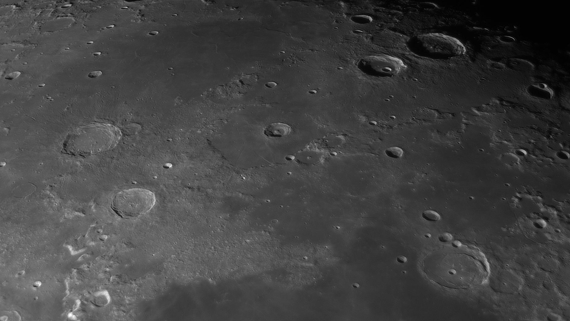 5e56c9abafae1_Moon_055835_120220_ZWOASI290MM_IR_742nm_AS_P30_lapl4_ap1296_AI_Deconvolution_7.jpg.1bda7fe41c7afdcad28d020d63eeb3e5.jpg