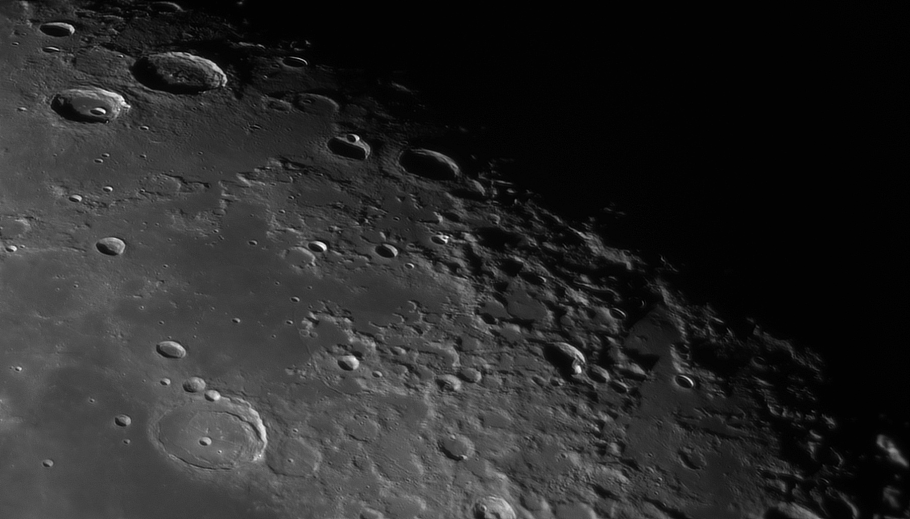 5e56c9bee4ed9_Moon_055807_120220_ZWOASI290MM_IR_742nm_AS_P30_lapl4_ap820_AI_Deconvolution_8.jpg.1df3788a84344f35cd28040a84606663.jpg