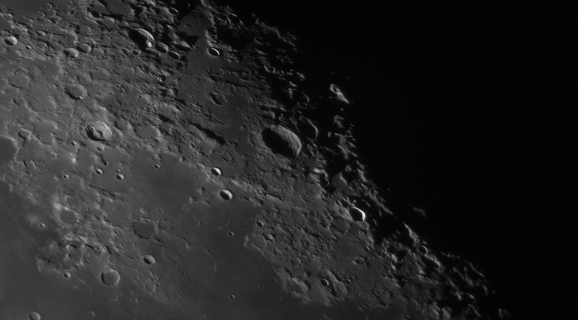 5e56c9d1a85b9_Moon_055741_120220_ZWOASI290MM_IR_742nm_AS_P30_lapl4_ap883_AI_Deconvolution_9.jpg.ccd0bb8e8da51110f03359a9a8ff18cc.jpg
