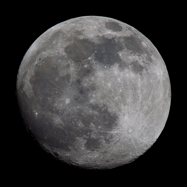 Lune 2020-02-07 Anvers carré post-traité.JPG