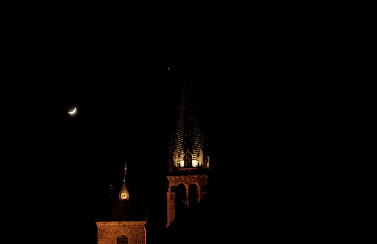 lune.JPG.434ec081c4e75cb1f76bda131a1309d7.JPG