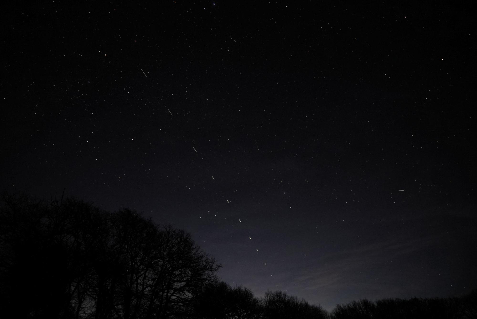 starlink3-aubette-220220-5h31m08-24mmf4bsb-2s.thumb.jpg.81eeb74f7869d71c30efcdf43b9b02b7.jpg