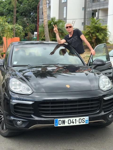 m-Porsche Cayenne.jpeg