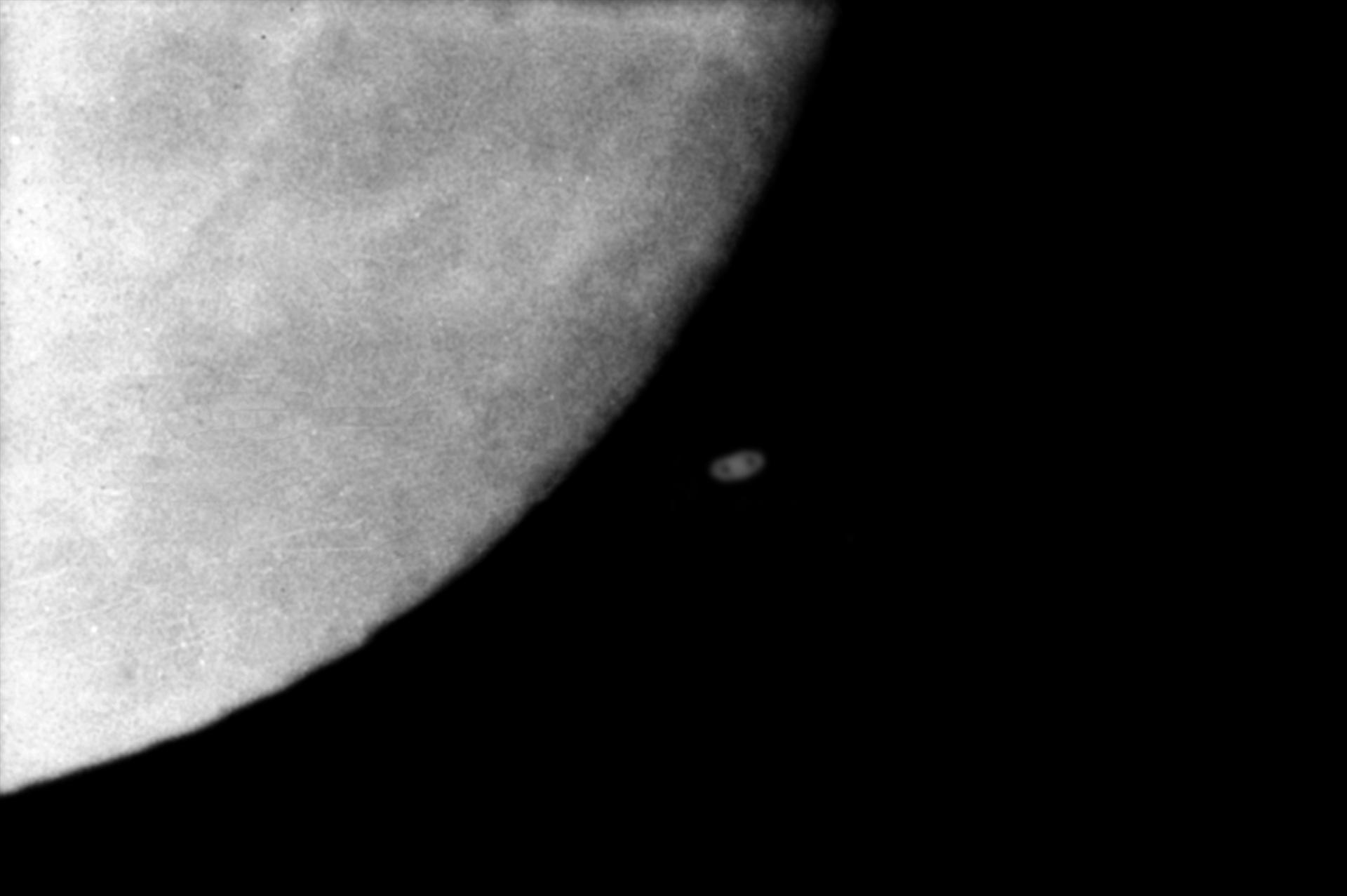 5e7ce264ed37e_Saturne-Lune11-12-1973.jpg.ee7f39aa8c7d2a55e5b7819a101cb091.jpg