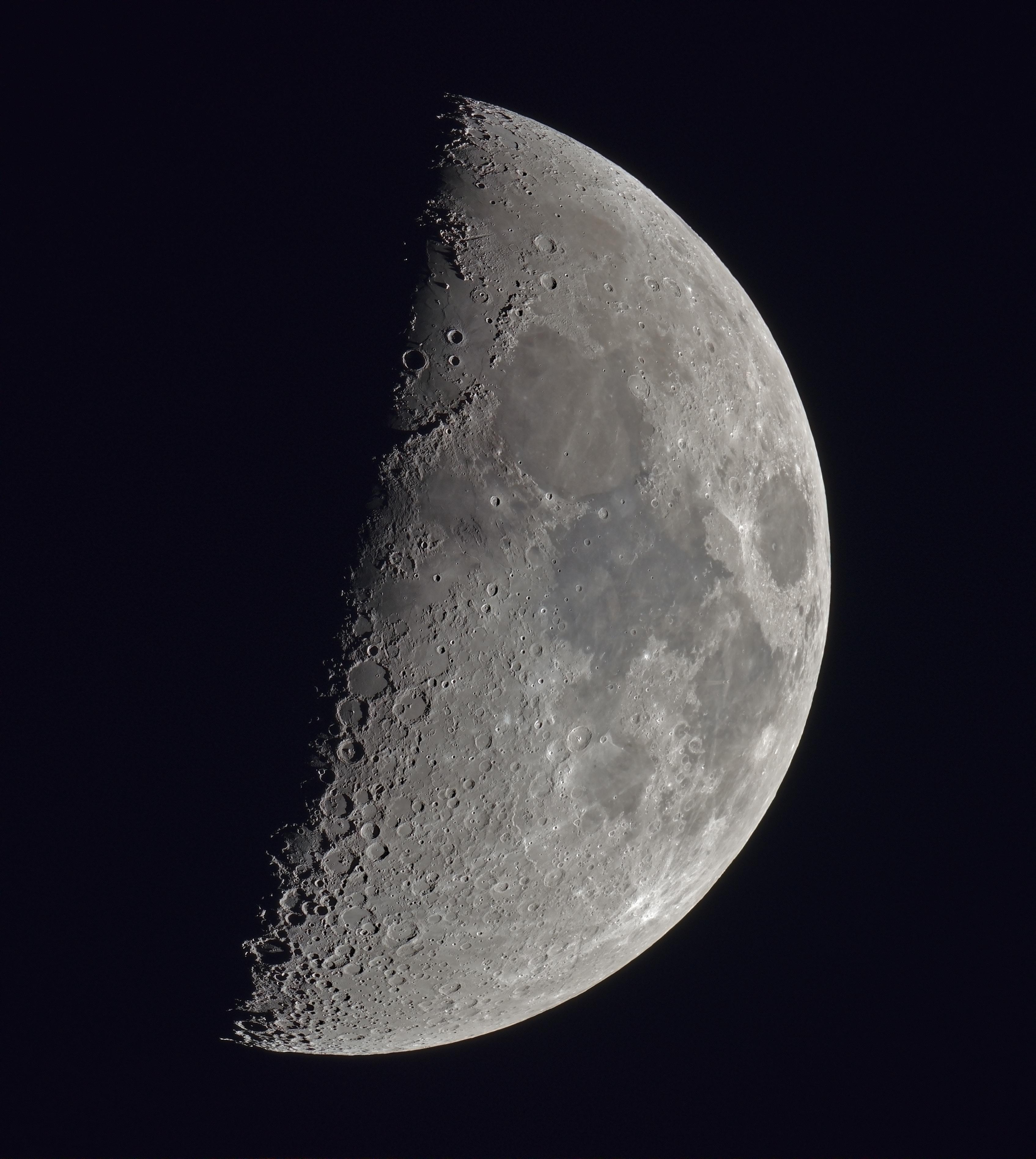 La lune du 3 mars 2020, lunette Taka FC76 sur trépied photo, et au Nikon D810 + FFC Baader, 31 poses à 500 iso, 80ème