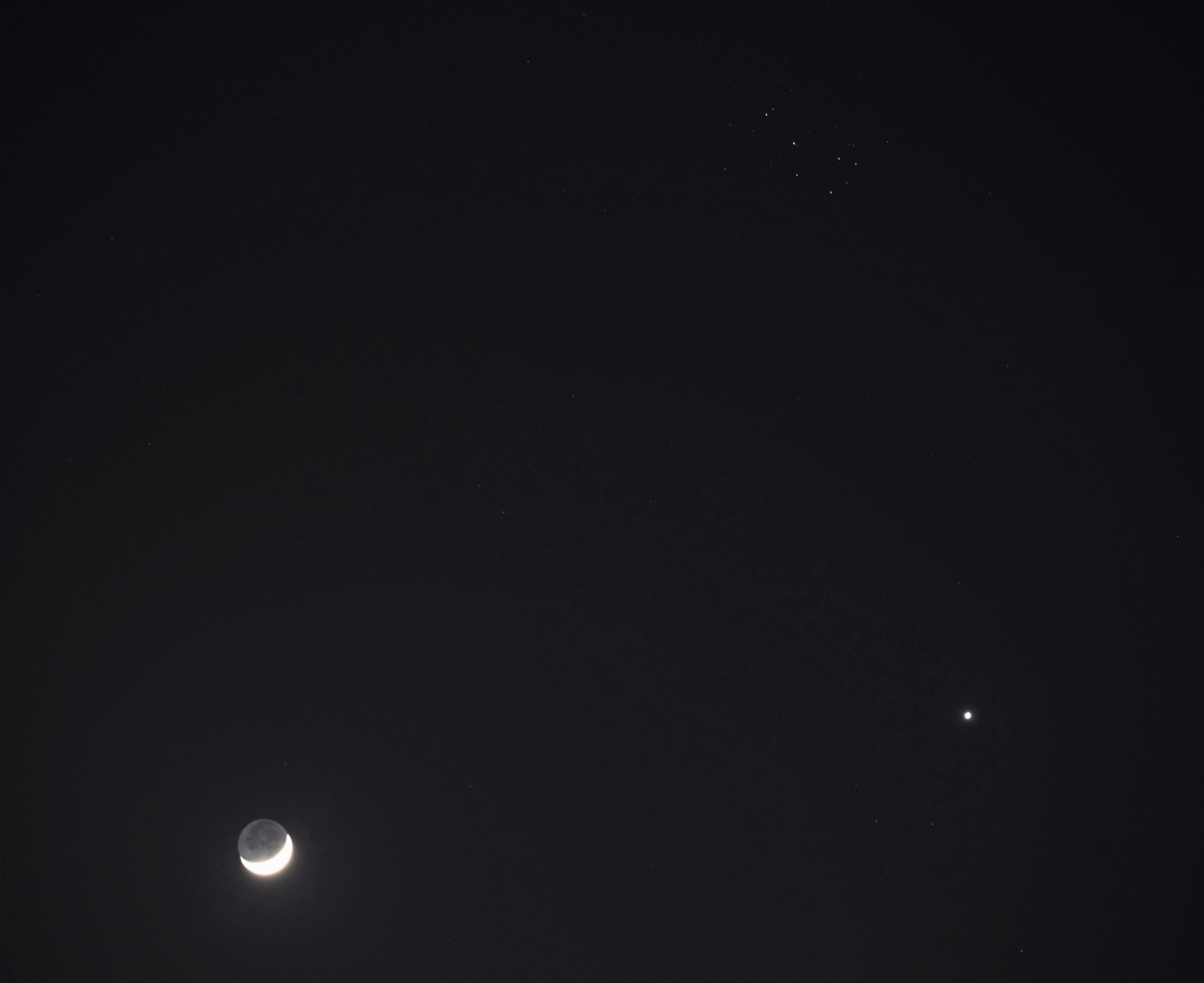 Lune_Pleiades_Venus_28032020.jpg