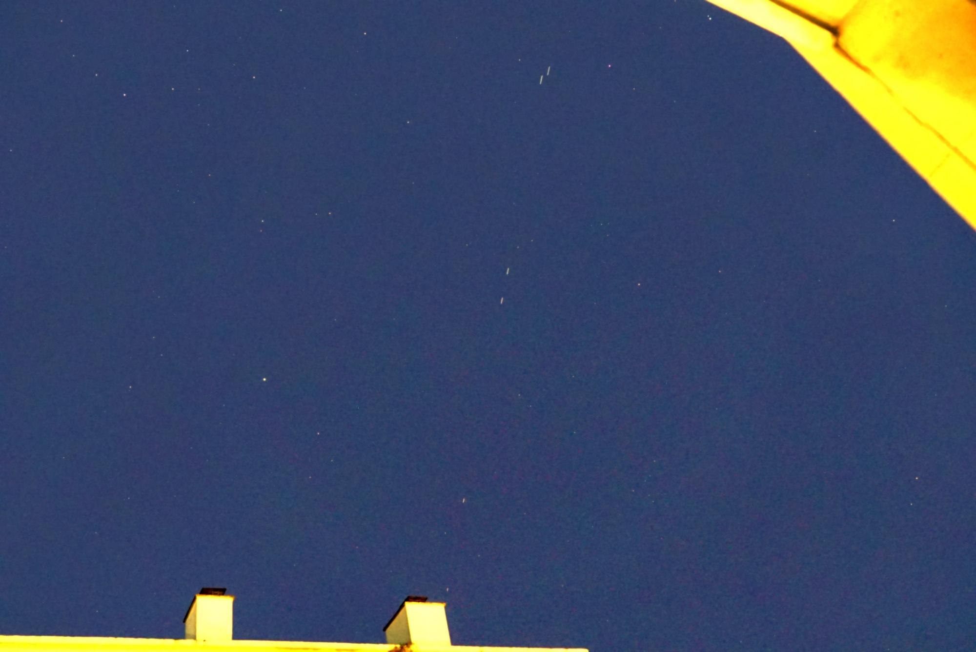 starlink5-versailles-300320-4h41m12-30mmf4bsbf-0p5s.jpg