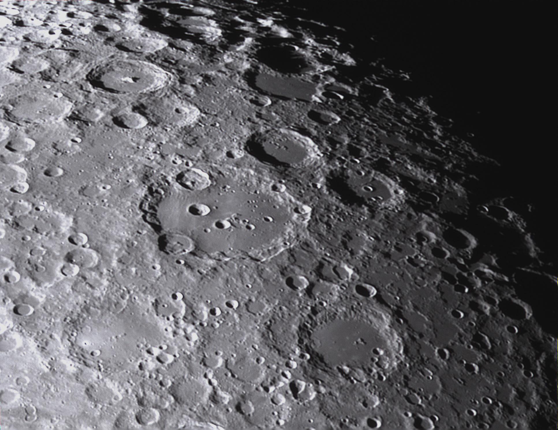 Lune_2020_04_03_AS3_21_16_45_180i_Dr15_R1P1b_Clavius.jpg