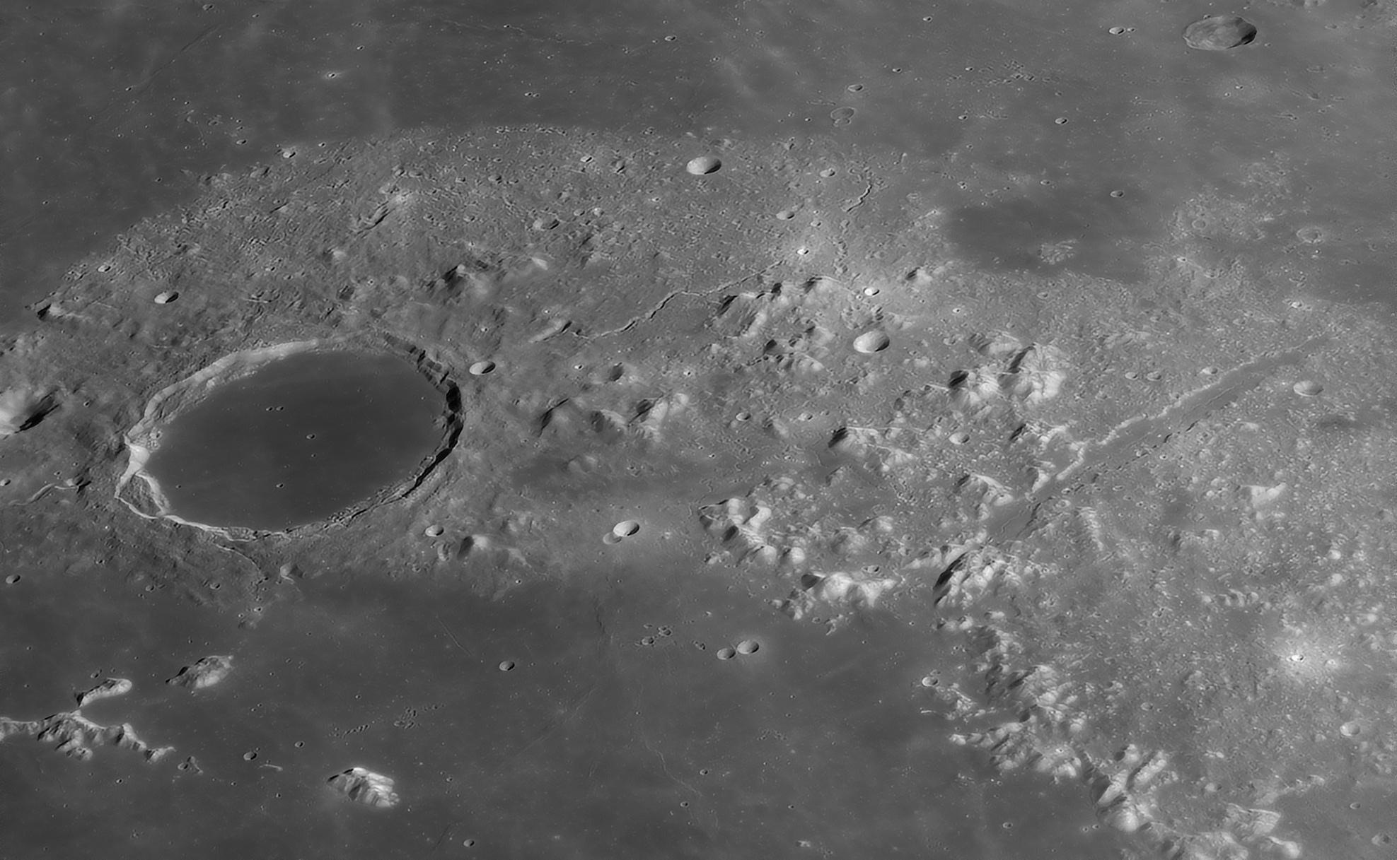 Plato et Valles Alpis au C14, le 4 Avril 2020: 650 images, caméra 174MM, Baader FFC, ADC Pierro AStro, filtre Astronomik orange 2c