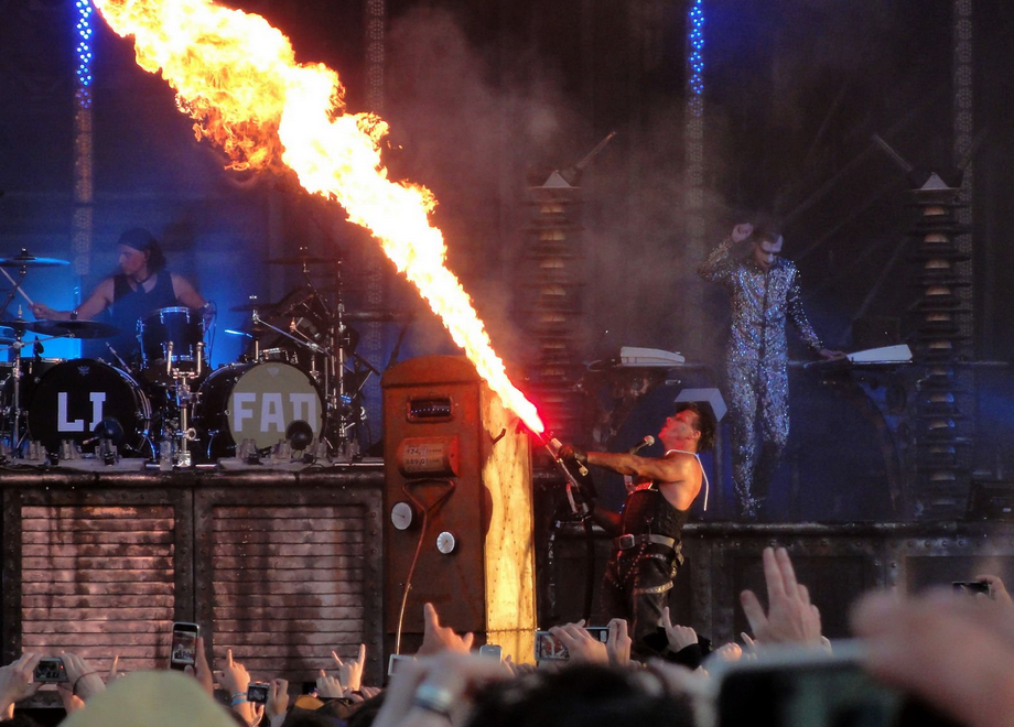Rammstein_lance-flamme.png.f995f2611e04f4584762fb8c481dd84e.png
