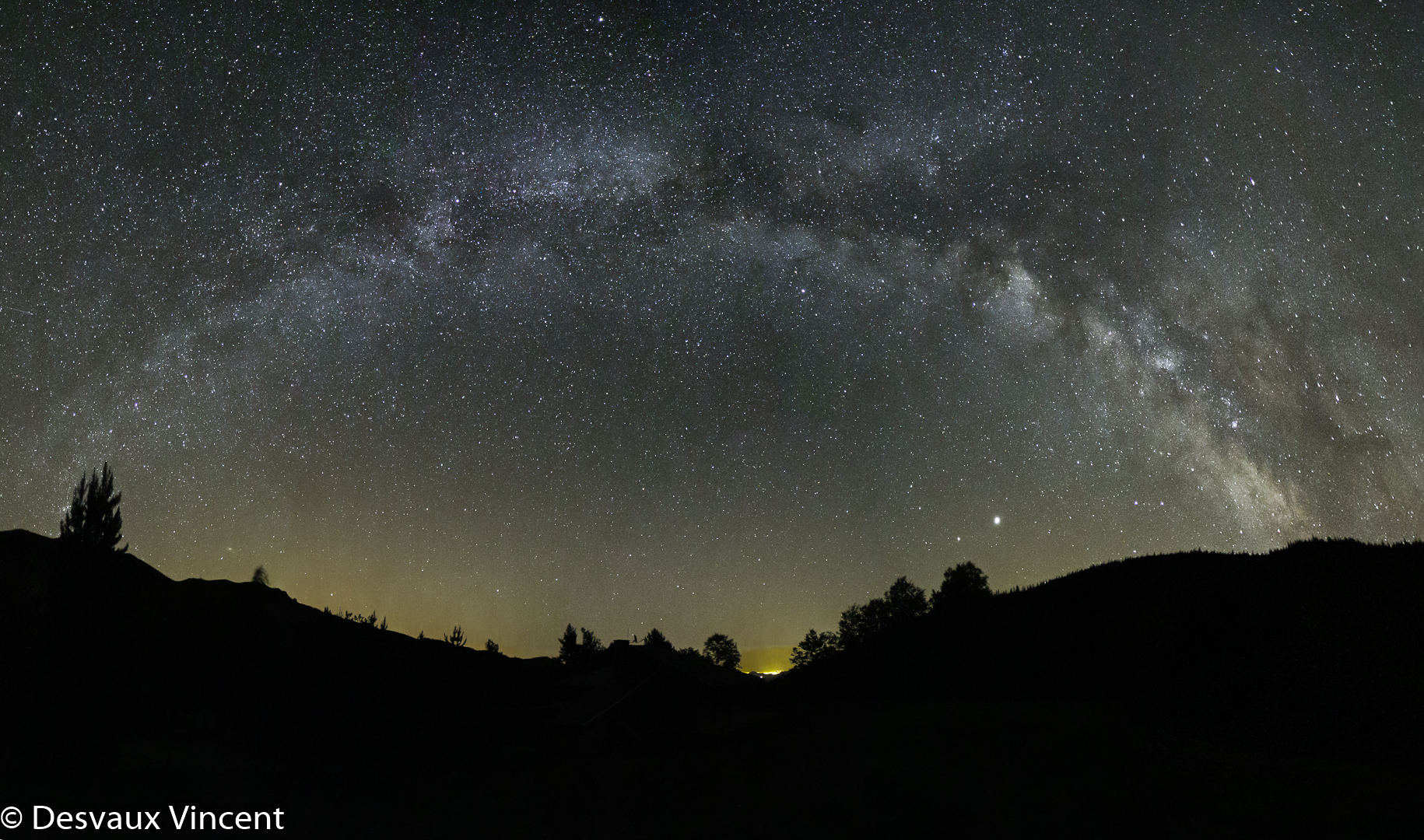 arche-galactique_conques_pyrenees-orientales_6d_6x8sec_3200iso_14mm_1080p.png