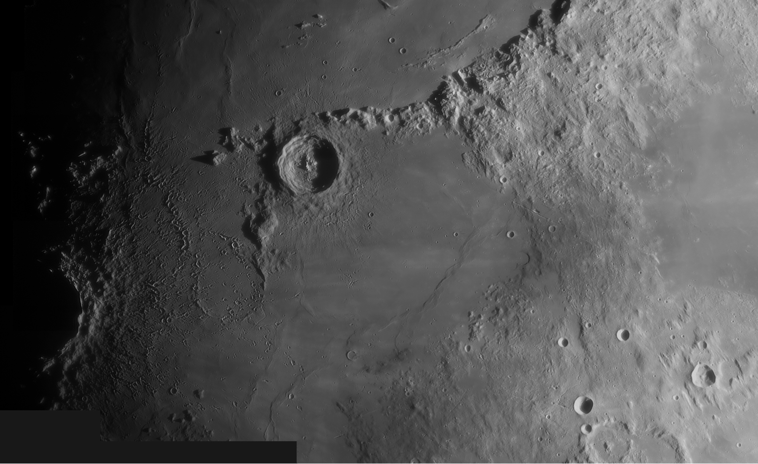 Région d'Eratosthènes du 010520. (T250 + barlow 1,6x + ASI120MC )