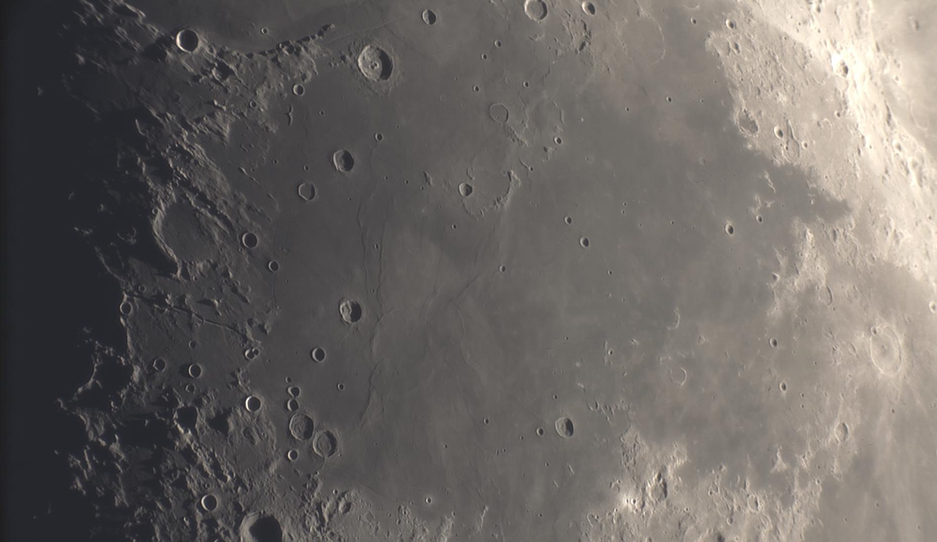 lune7.jpg.20fcea82d2304a60bd0101261210b329.jpg