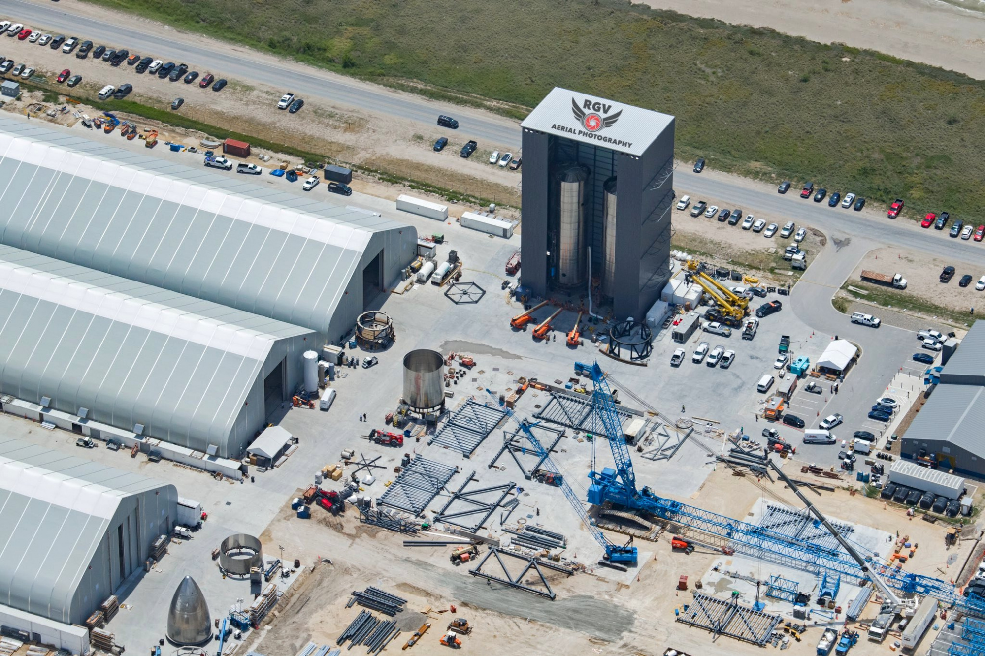 SpaceX_BocaChica_BuildSite_2020-06-23_6.thumb.jpg.37d53ad369a5b5ef5ad652be3c791f29.jpg