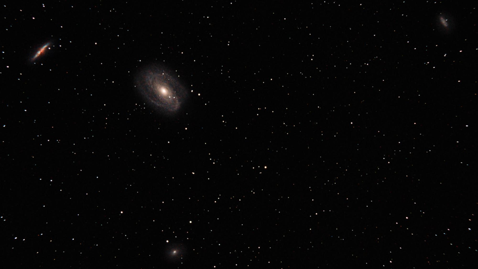 Galaxie Bode M81 28x300s ISO800 - avec flou gaussien sur les étoiles et débruitage.jpg