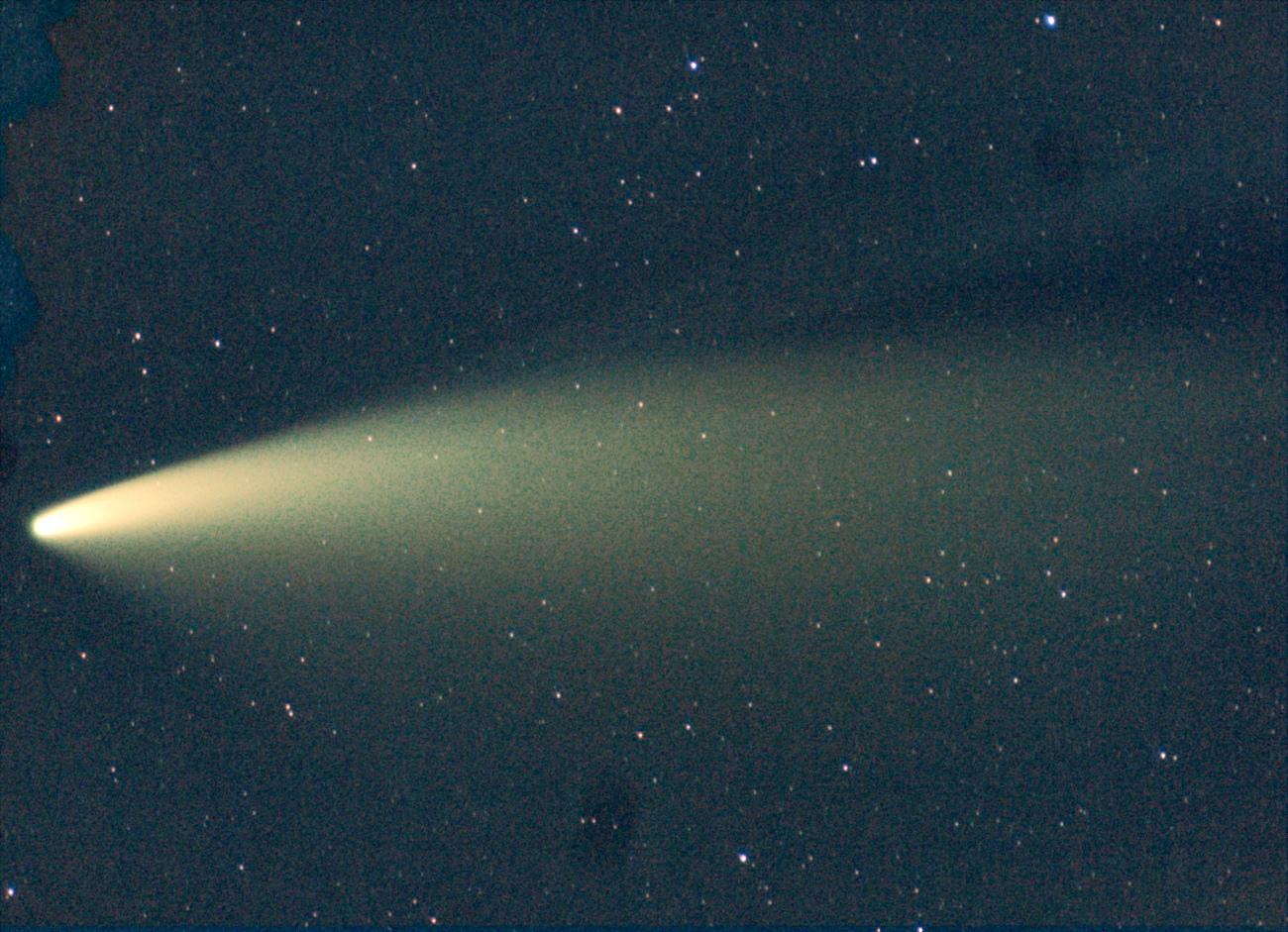 Neowise021_r_pp_800ASA_p14deg_EOS300D_Tele300mm_30s_stacked_comete.jpg.ac4f5c64d8e0632c6b12600dd3e9021a.jpg