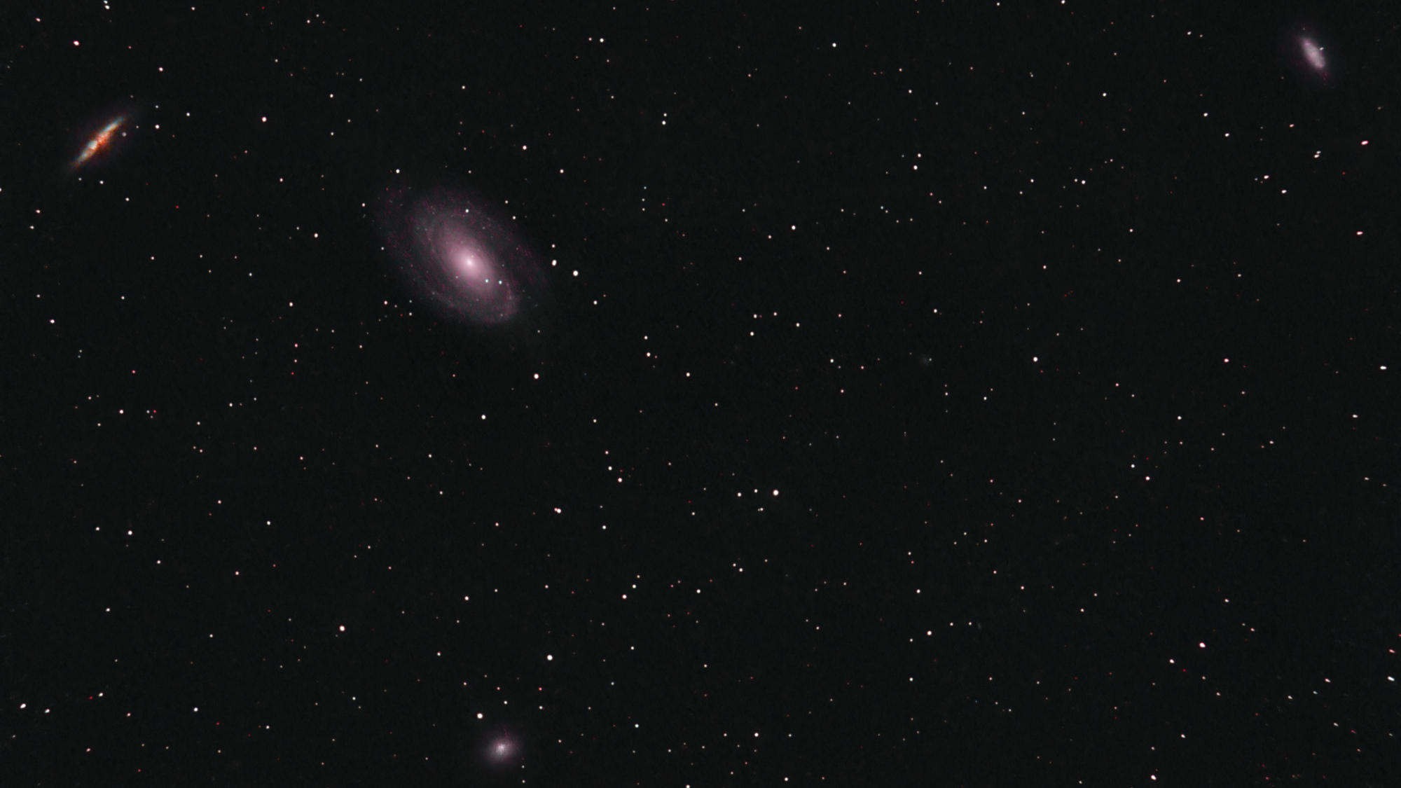 r_pp_Galaxie_Bode_M81_39x300s_ISO800_stacked_proccessed_TIFF_for_PS_-_V3.5.jpg