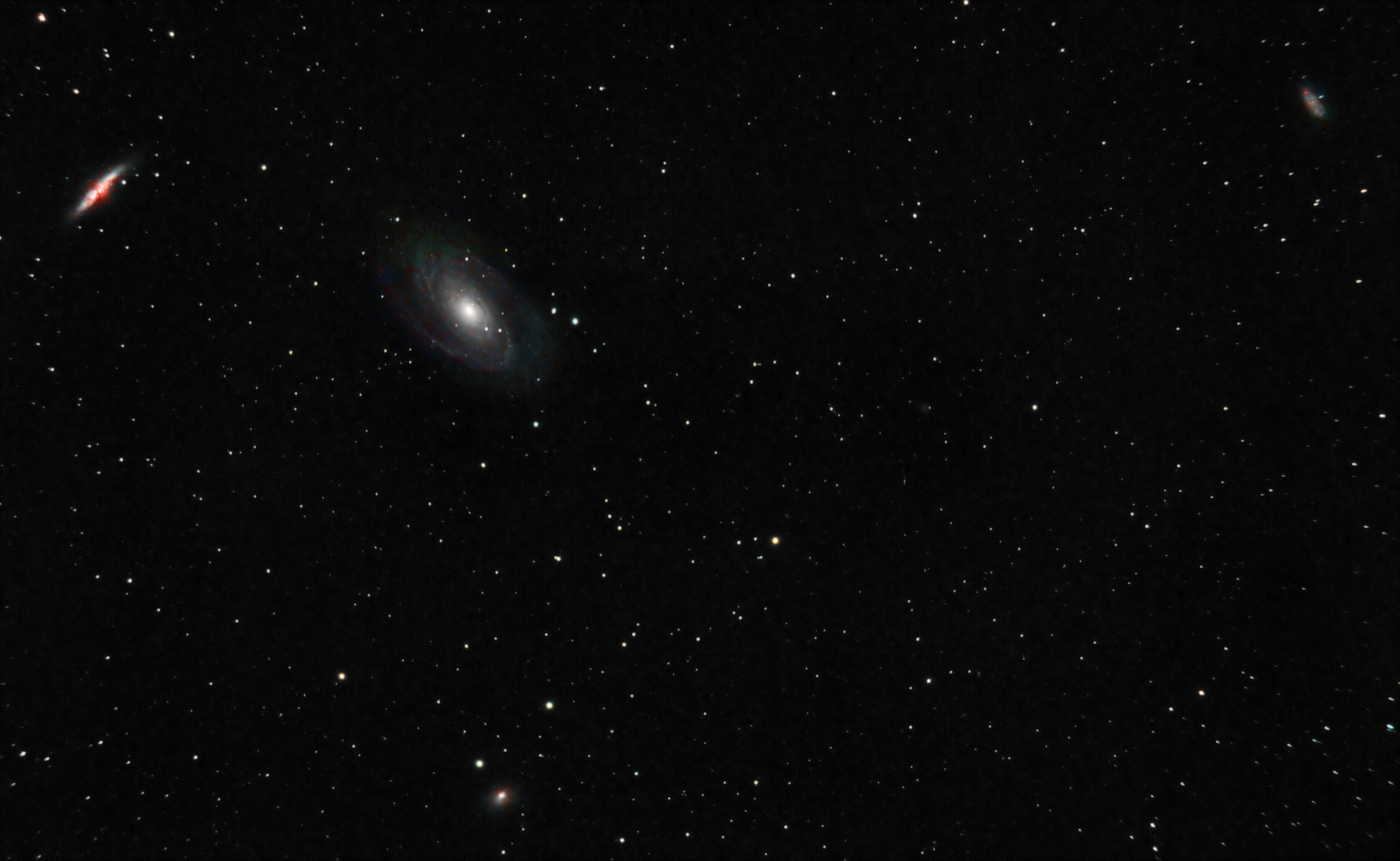 r_pp_Galaxie_Bode_M81_39x300s_ISO800_stacked_proccessed_TIFF_for_PS_-_V4.3.jpg