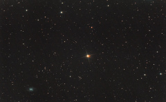 La comète et la galaxie spirale barrée