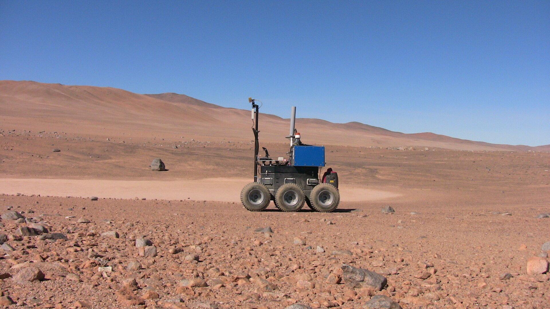 ESA_rover_in_Atacama_Desert_pillars.jpg.43cf5bc029ec88ff2754be0b4eb5b52d.jpg