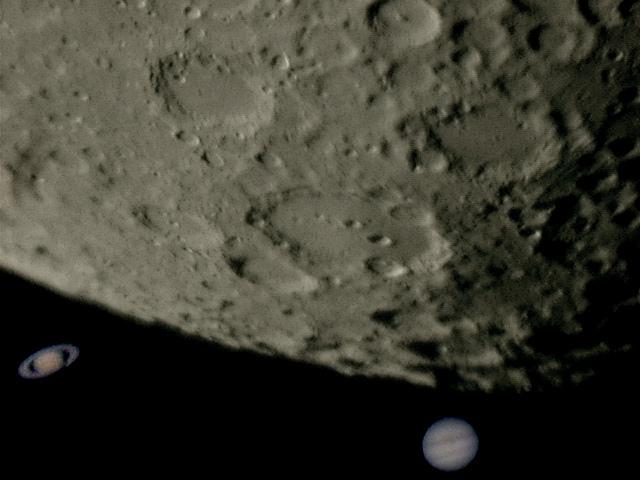 Lune Saturne Jup 2000.jpg