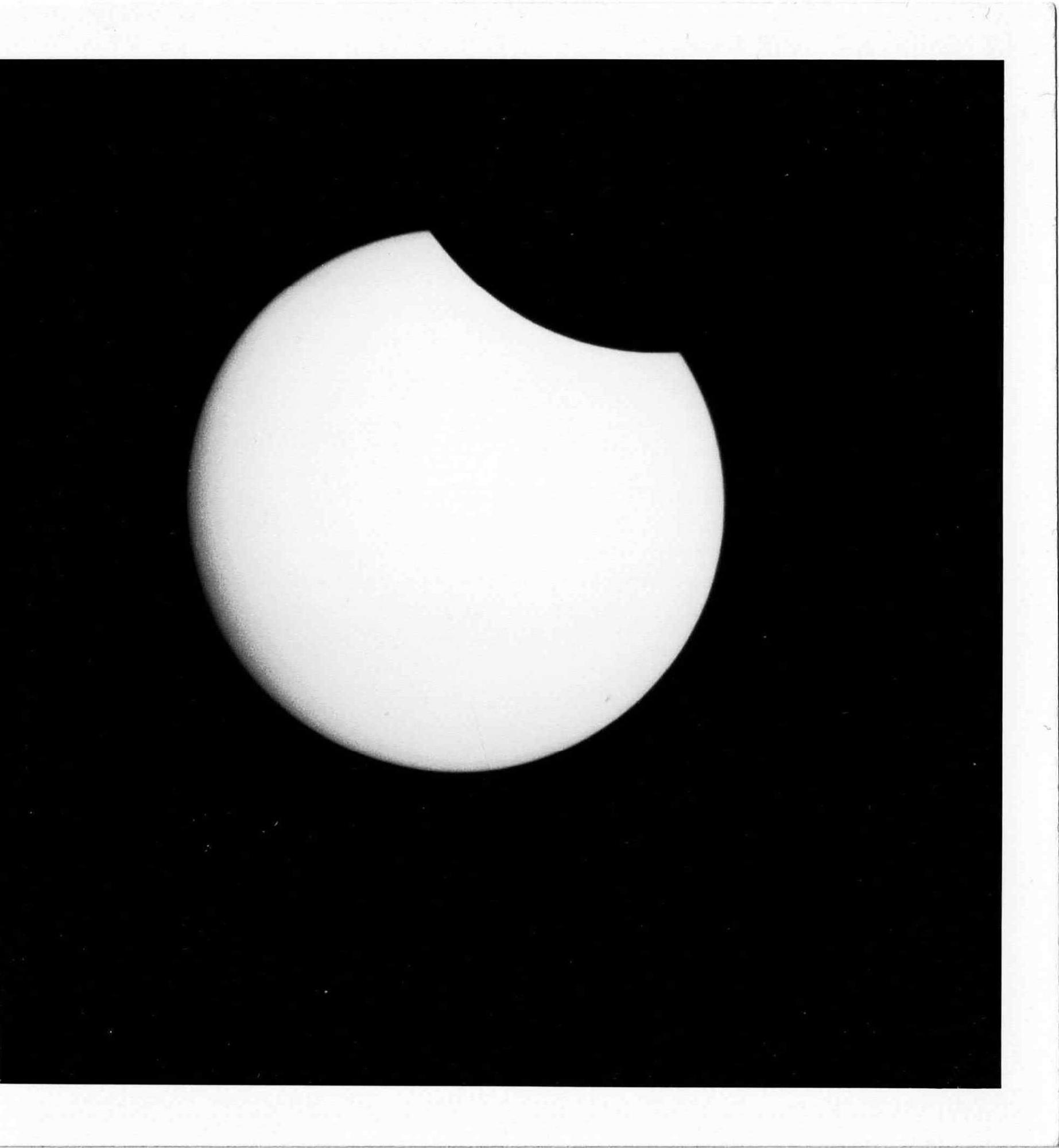 Eclipse_730630_StMarc_76-700-H20_Instamatic50_125ASA.thumb.jpg.29b0f4559f567dc0a88390808e79b621.jpg