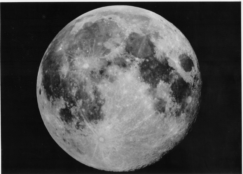 Lune.jpg.2db69dd0366d510e85dbc5d70323bd71.jpg
