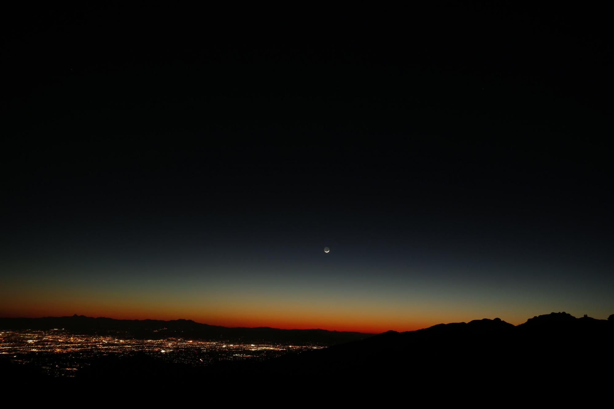 Tucson et Lune cendrée 5733 send.jpg