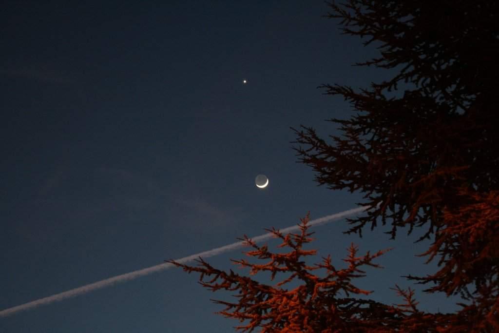 Lune-Venus_2009_02_27.JPG.6c56de562305bad9eb7d955ea6ca0cf7.JPG