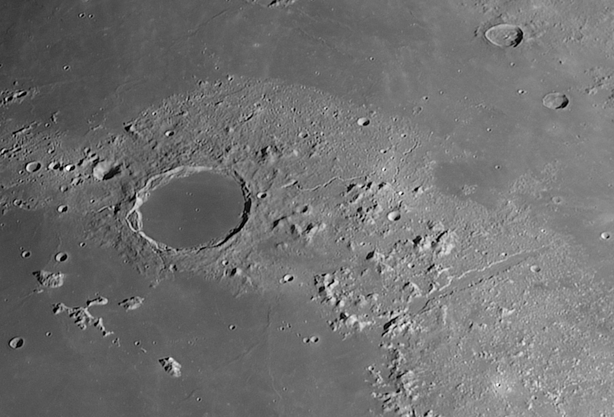 Platon-Detail-20201125-.jpg.1b75fe0283ab5dd8f4e8f29bb5f7a83f.jpg