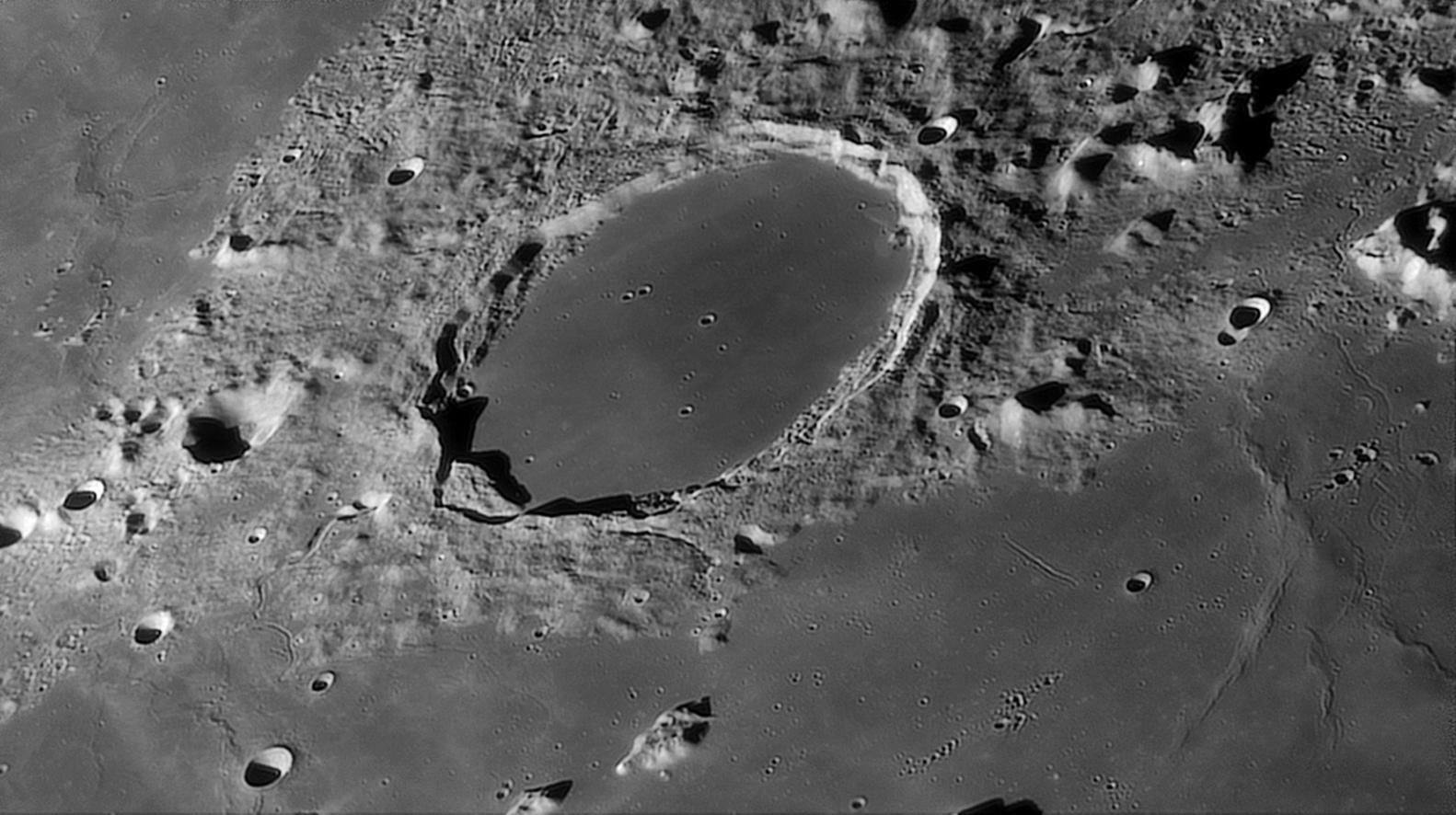 large.Moon_07_11_2020_R80.jpg.d83f03b6f4254655357535cadc002f55.jpg