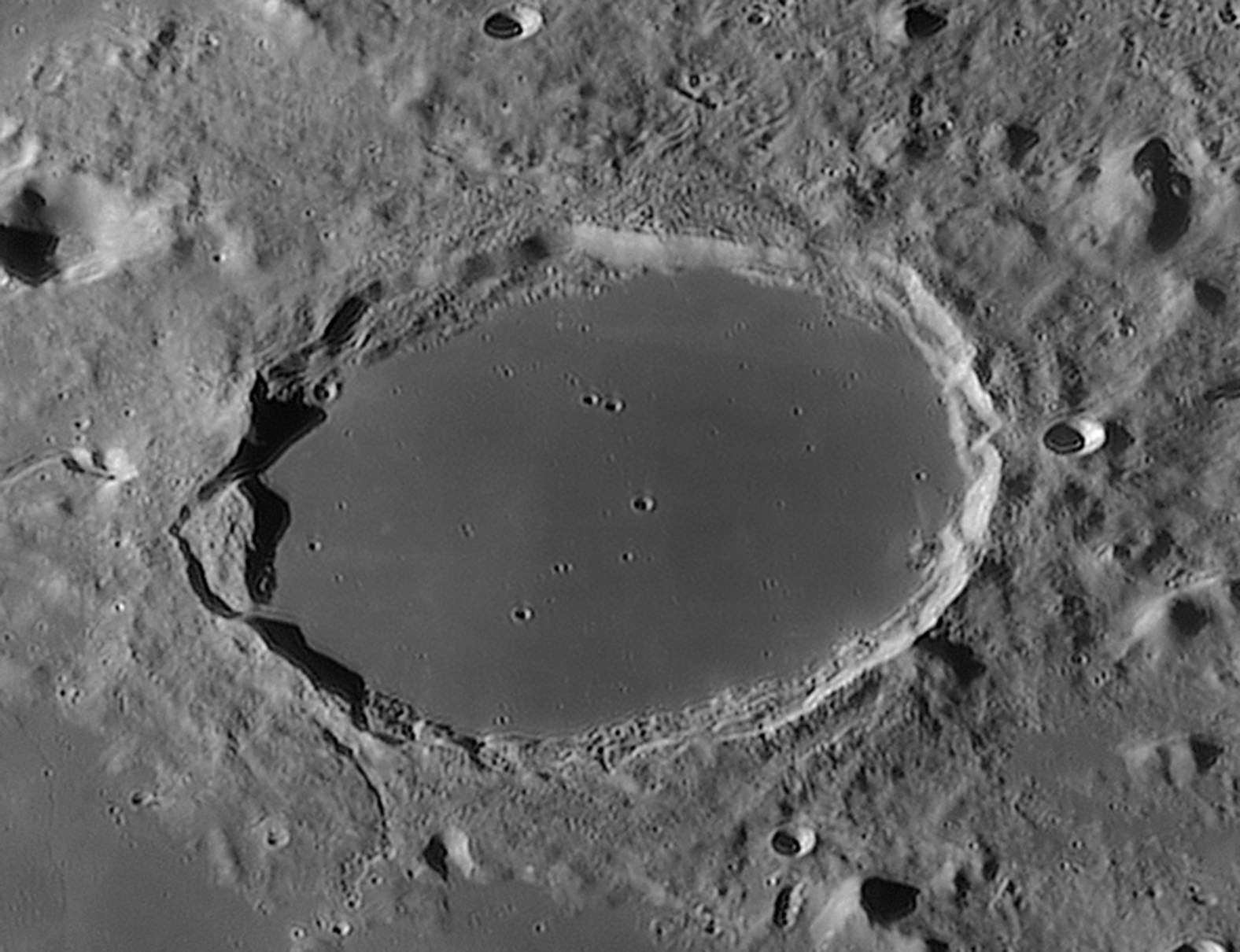 large.lune__2015-08-06_t_05-24com.jpg.562c6b23b7f459ab53b31623fc383eba.jpg
