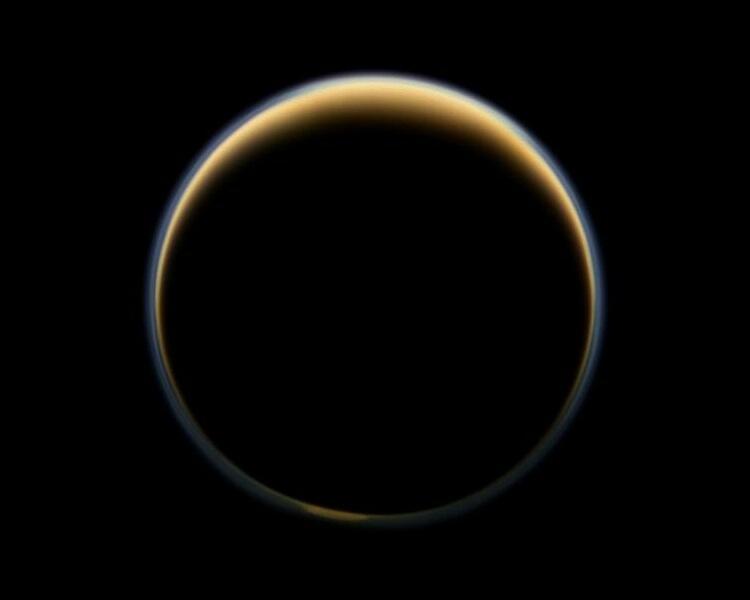Titan_haze_Cassini_color_m.JPG.332e27233695e3a477d98071f824cbe0.JPG
