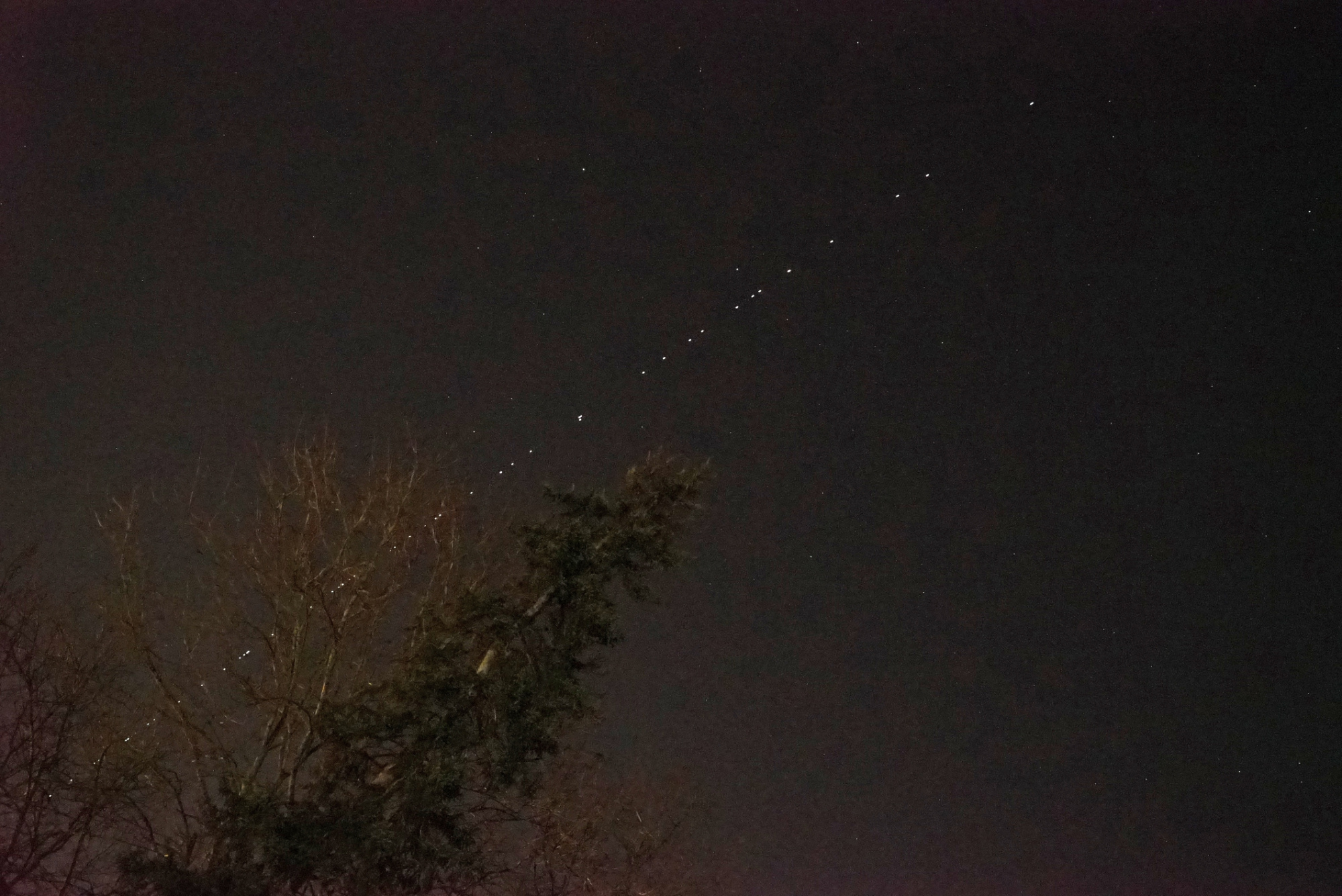 starlink-l22-270321-4h04m31s-43mmf4b-0p08s.thumb.jpg.9be844589ea4f8ba866edc2bbc1efe7a.jpg