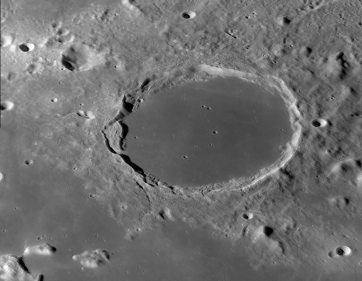 lune_2013_09_25_05h08_Plato.jpg.ee3507a0e3d4af9d6d68a220b72eced4.jpg